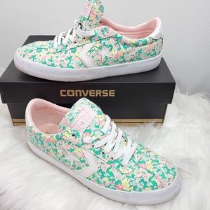 Converse Breakpoint Ox Floral sneakers.  🌺🌺